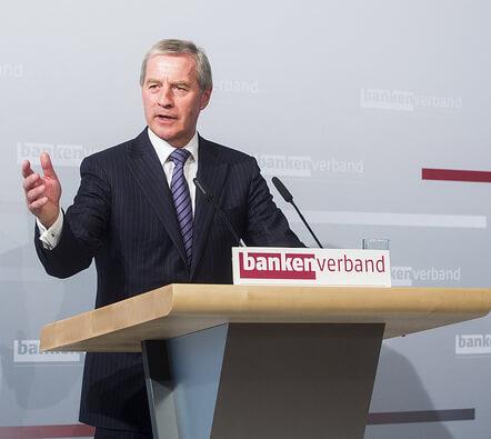 Mutmaßlicher Prozessbetrug: Deutsche-Bank-Chef vor Gericht